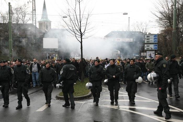 Ständige Polizeibegleitung wie hier auf dem Weg zum Ruhrstadion