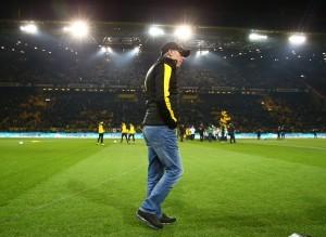 Peter Stöger im Flutlicht des Westfalenstadions