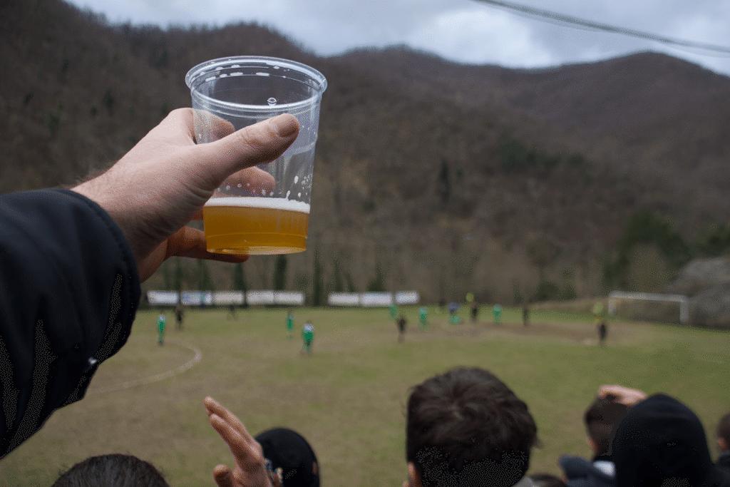 Fußball und Bier gehören auch bei den Lebowskis zusammen