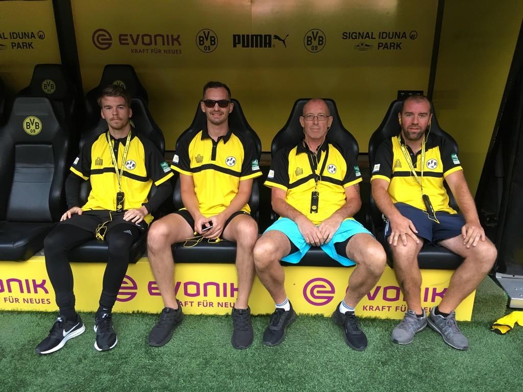 Angekommen auf der Dortmunder Bank: Tom Cross, Ryan Tout, Tony Wilkins und Jon Crowley
