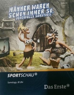 """Der Mann steht auf Fußball und die Frau sieht gut aus – Beispiel aus einer Werbung für die """"Sportschau"""" der ARD"""