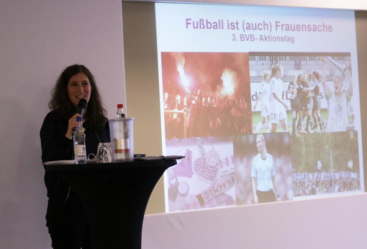 Referentin Johanna Waldeck von der Gewerkschaft NGG beim BVB-Aktionstag