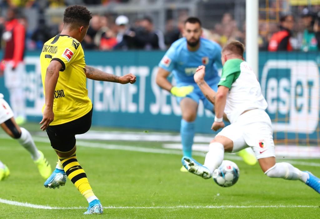 Jadon Sancho erzielt hier das 2-1 für den BVB