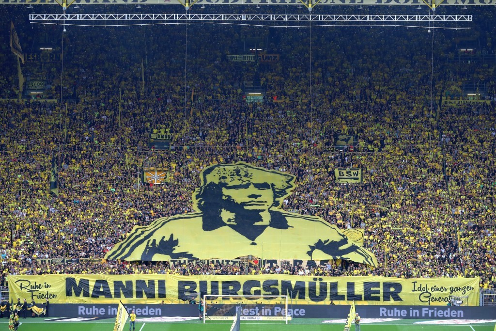 Gedenken der Südtribüne an Manni Burgsmüller
