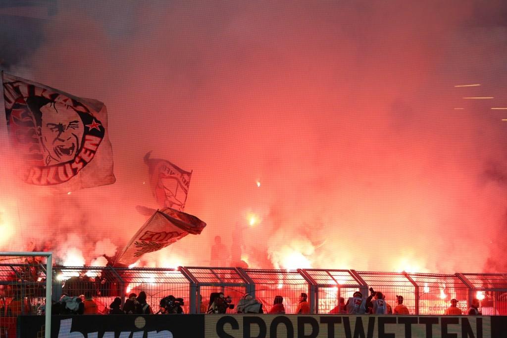 Pyroshow der Leverkusener Fanszene