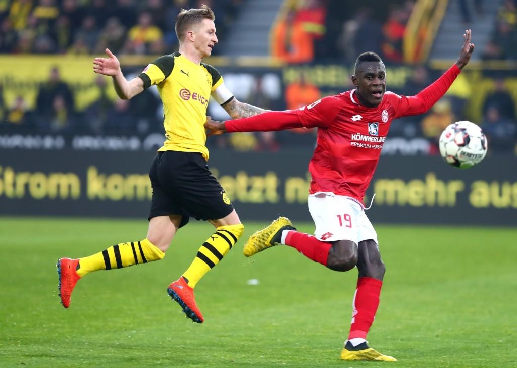 Marco Reus gegen Moussa Niakhate