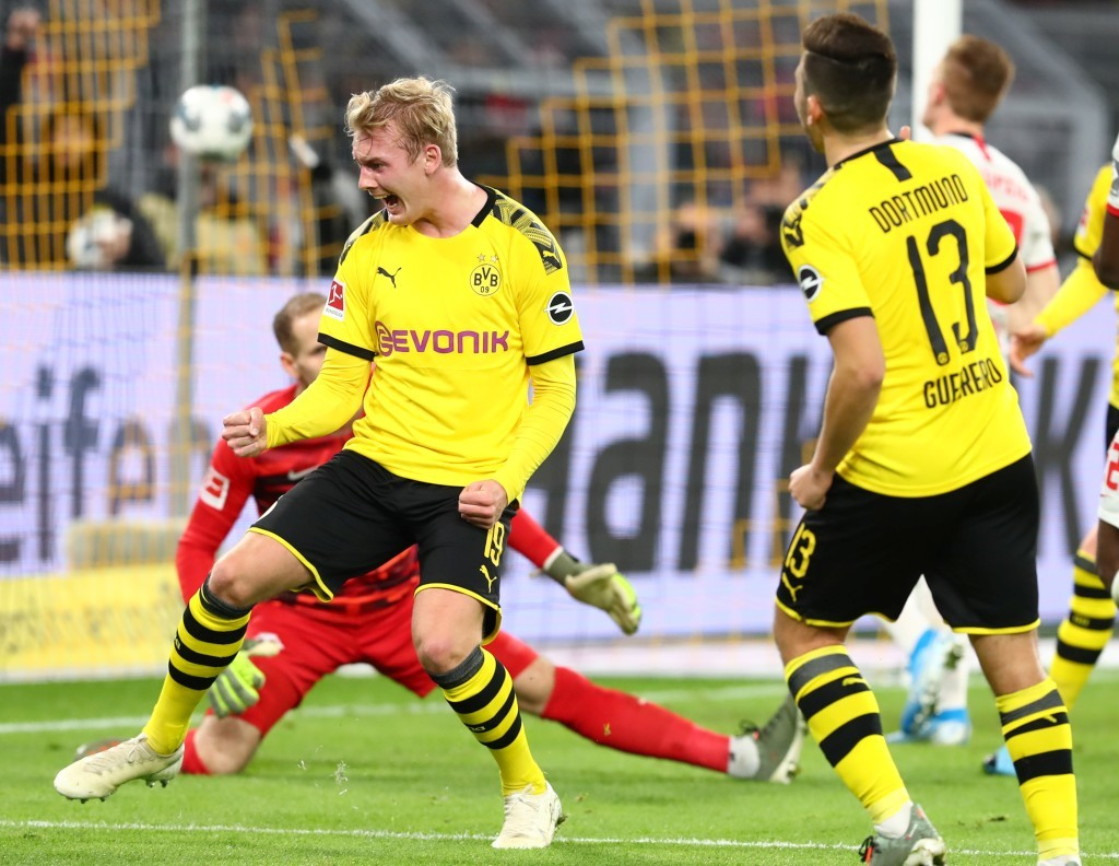 Julian Brandt bejubelt seinen Treffer zum 2:0