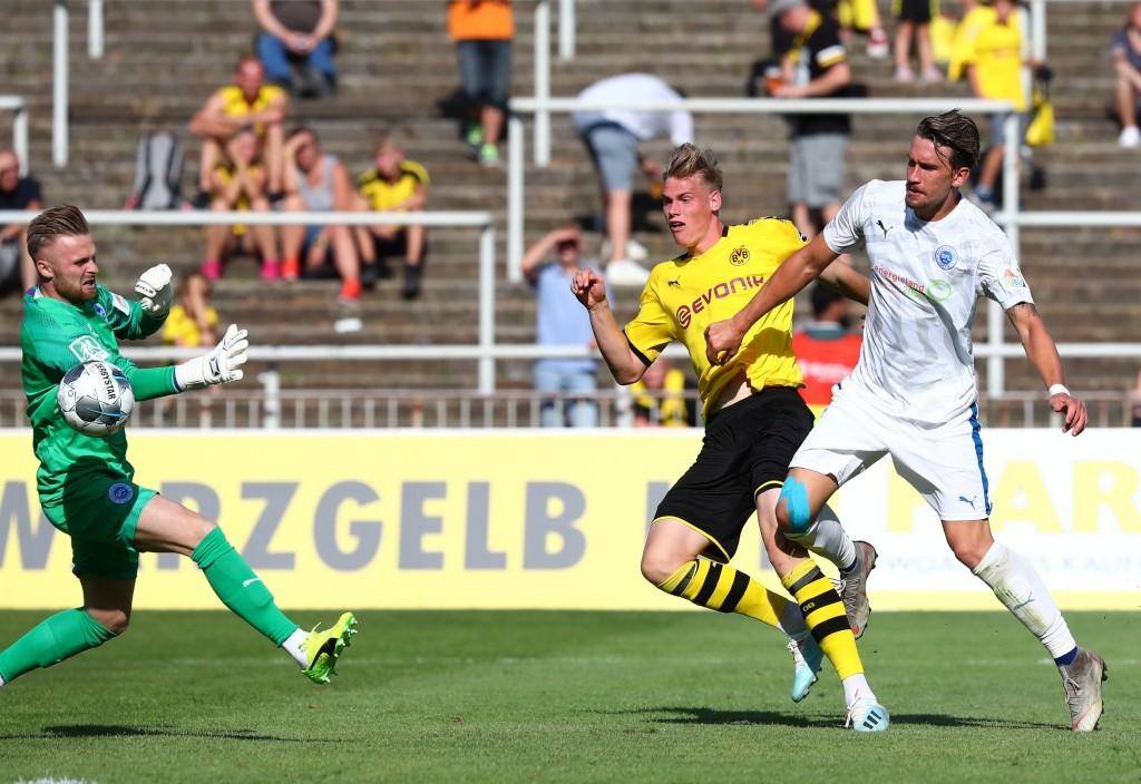 Abgezockt: Steffen Tigges netzt an Alexander Eiban vorbei zum 2:0 ein