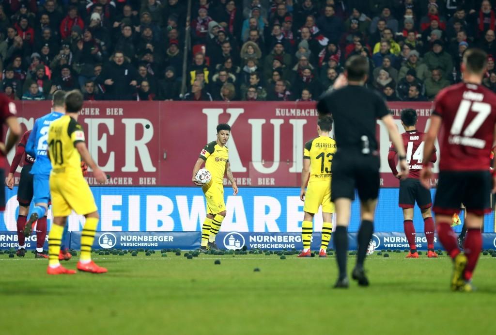 Schwarze Bälle bei BVB-Ecken gingen zu weit