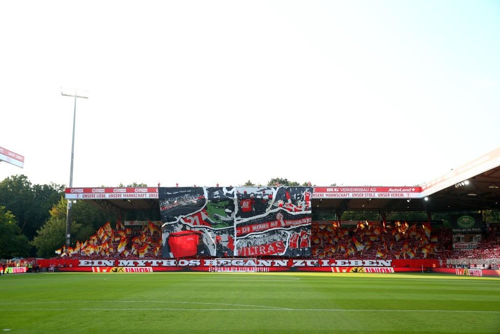 Detailverliebte Choreo der Union-Ultras in der Heimkurve
