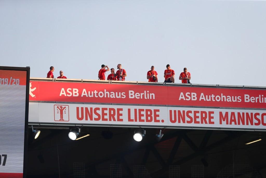 Aufregung um Union-Ultras auf dem Dach der Gästetribüne