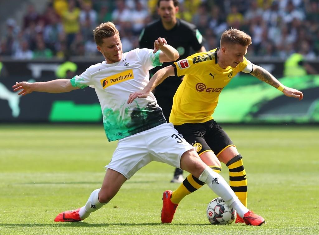Marco Reus, hier gegen Nico Elvedi, erzielte das 2:0