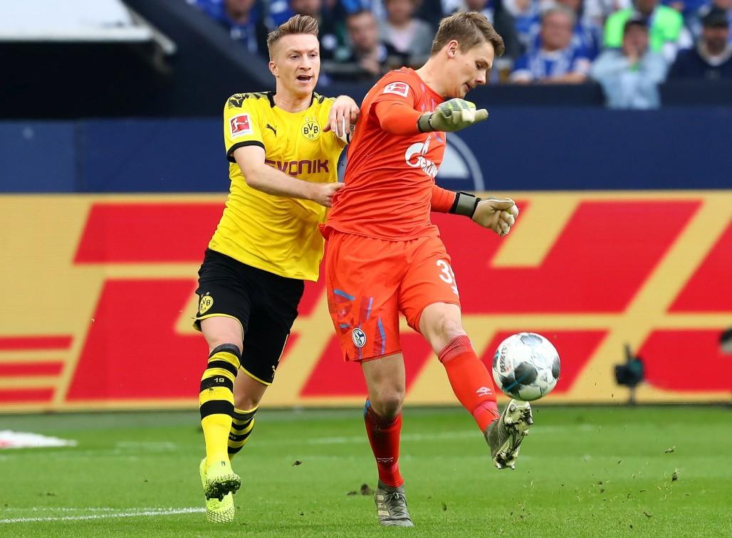 Marco Reus gegen Torwart Alexander Nübel