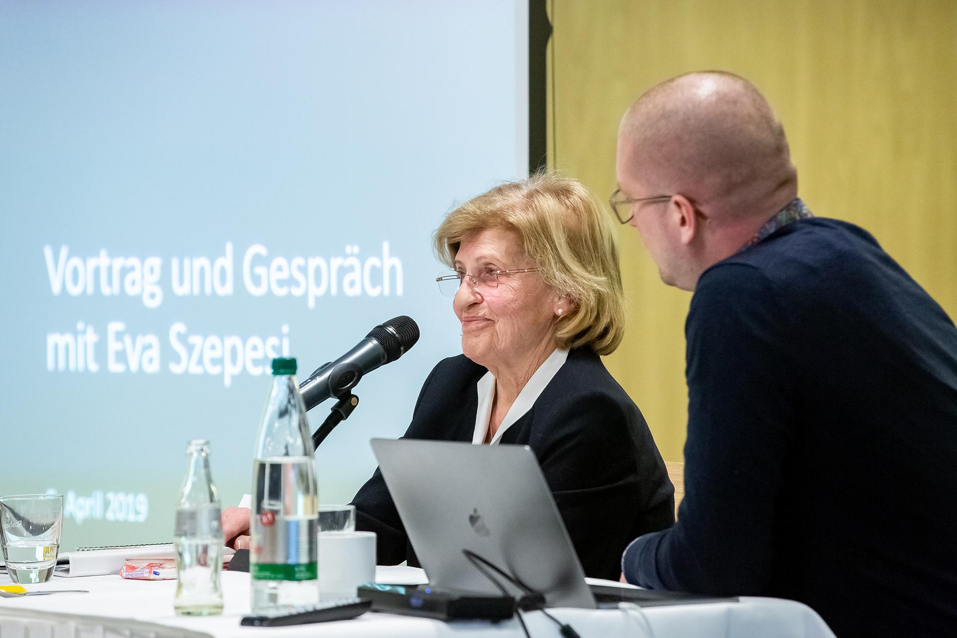 Vortrag und Gespräch mit Eva Szepesi  - Foto:  Lina Nikelwoski