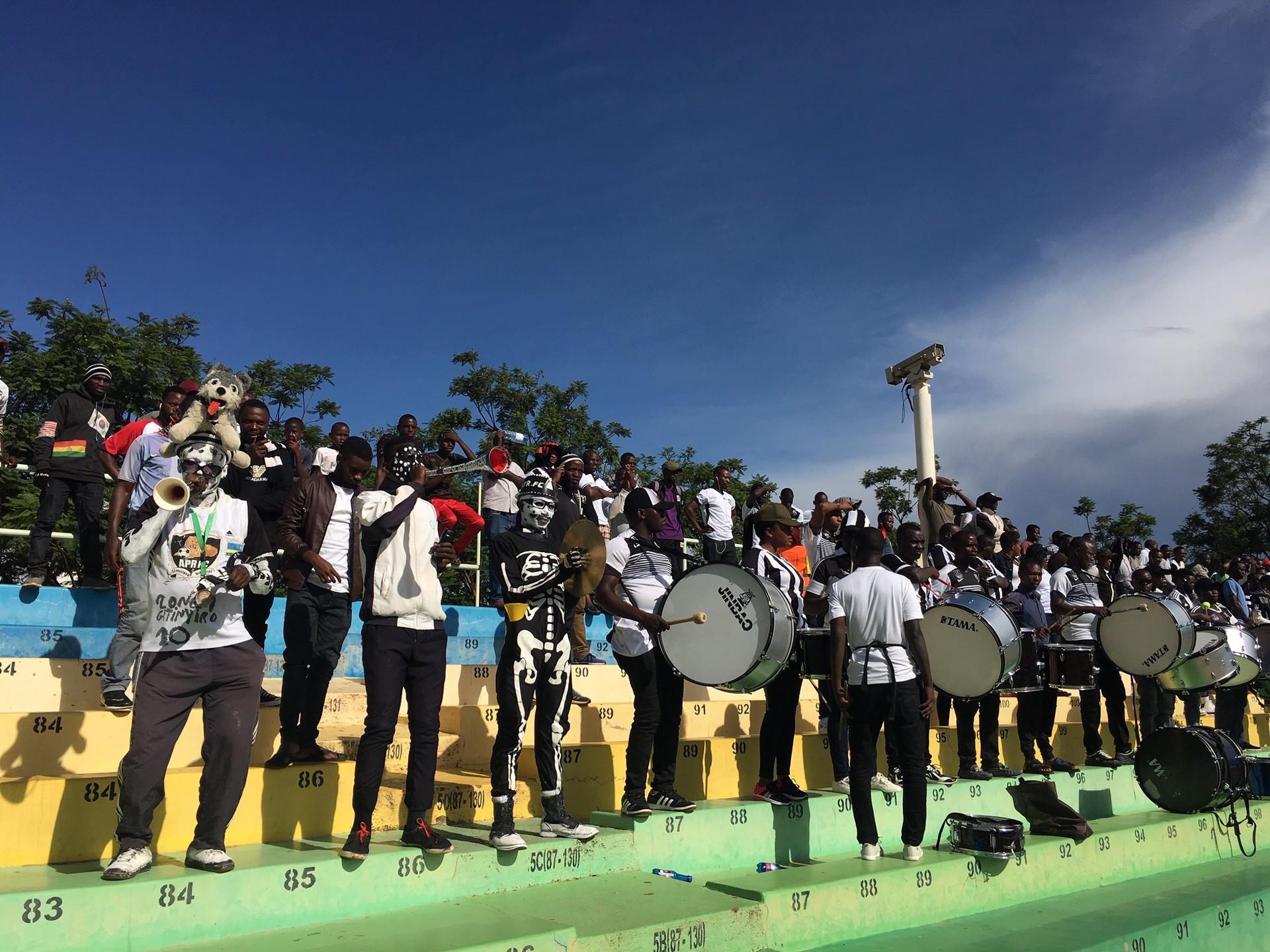 Fans eines Armeeklubs in Ruanda