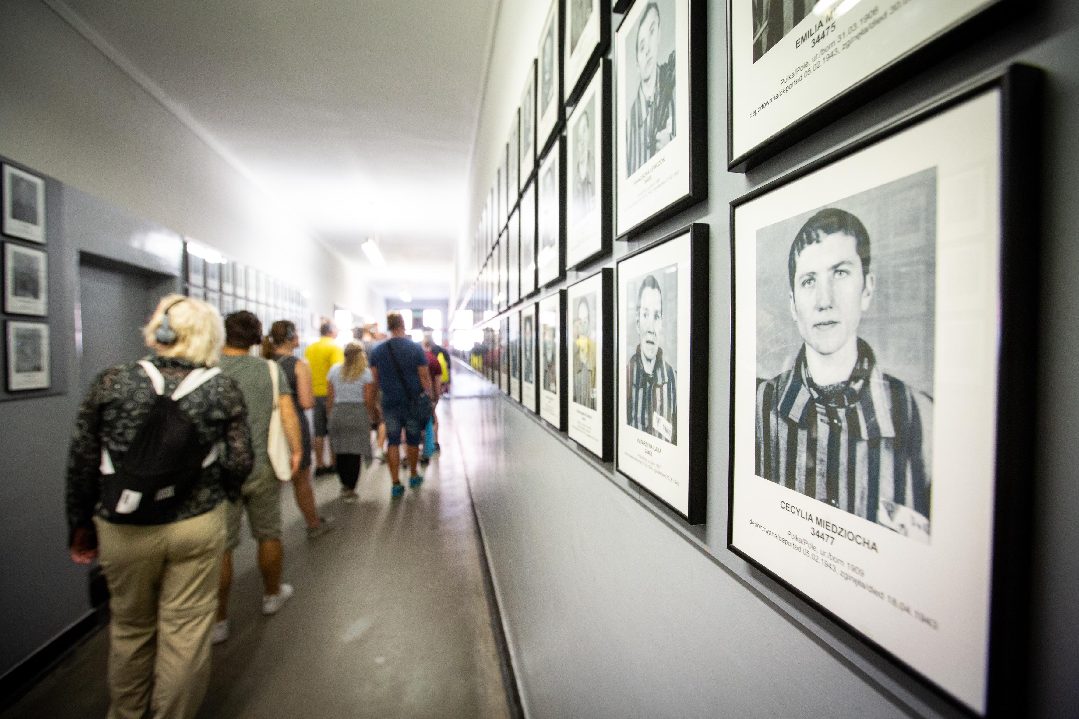 BVB-Fans besuchen die Daueraustellung auf dem Gelände des ehemaligen Stammlagers