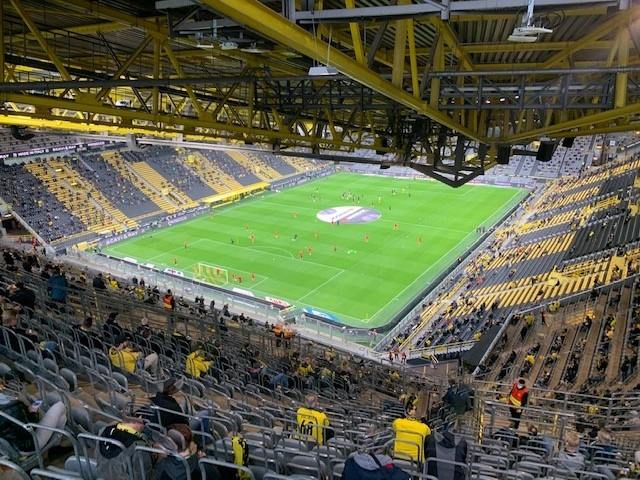 """Die Zuschauerzahl: 11.500 BVB-Fans  """"ausverkauft"""""""