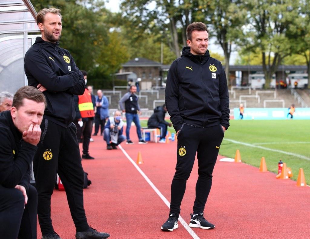Enrico Maaßen (re) mit Co-Trainer Pascal Bieler (mi) und Ersatztorhüter Krystian Wozniak (li)