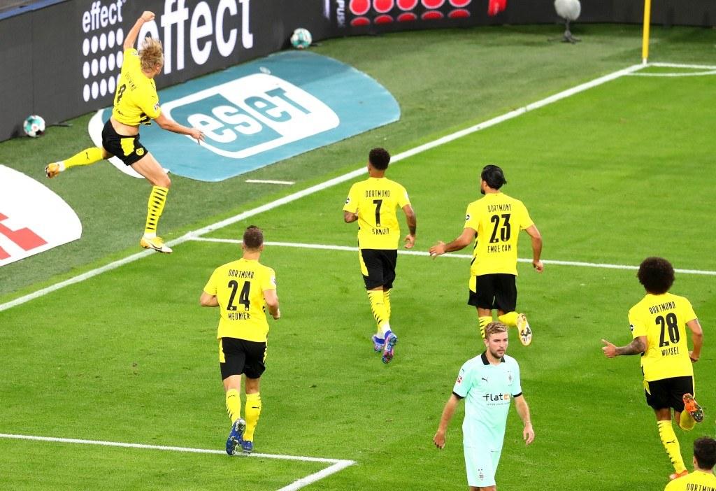 Erling Haaland feiert seinen ersten Treffer