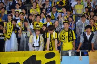 In Japan ließen sich Fußballfans für den BVB begeistern - wie hier 2015 bei Kawasaki Frontale