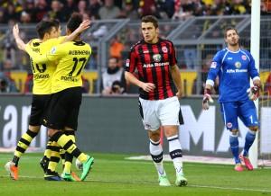 Dortmunder Jubel zum 3:0 um Lewandowski