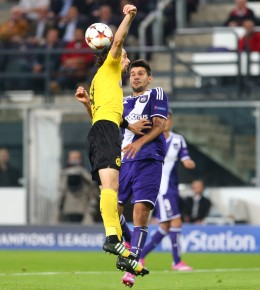 Neven Subotic, hier gegen Aleksandar Mitrovic, spielete endlich wieder zu null