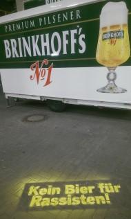 """Die Aktion """"Kein Bier für Rassisten"""" im Stadion"""