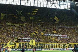 Spruchbandaktion der Südtribüne Dortmund gegen Spieltagszerstückelung