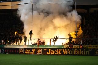 Pyroshow zum Pokalspiel in Osnabrück