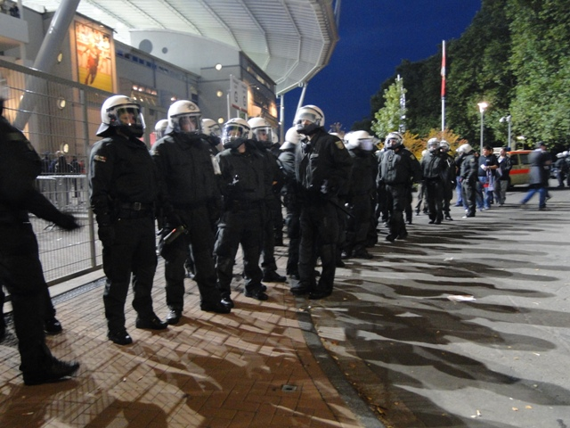 Polizeikette in Leverkusen