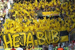 Gästeblock der Dortmunder beim Spiel in Mainz