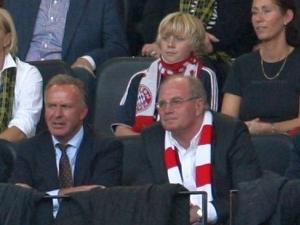 Ulli Hoeneß und Kalle Rummenigge auf der Tribüne des Westfalenstadions