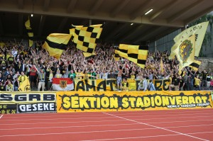 2500 Zuschauer beim Spiel, darunter, wie immer, die Ultras von die Amateure