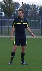 Lautstarke Diskussionen mit den Spielern: Schiedsrichter Bramlage aus Vechta (Verein: VfL Oythe)