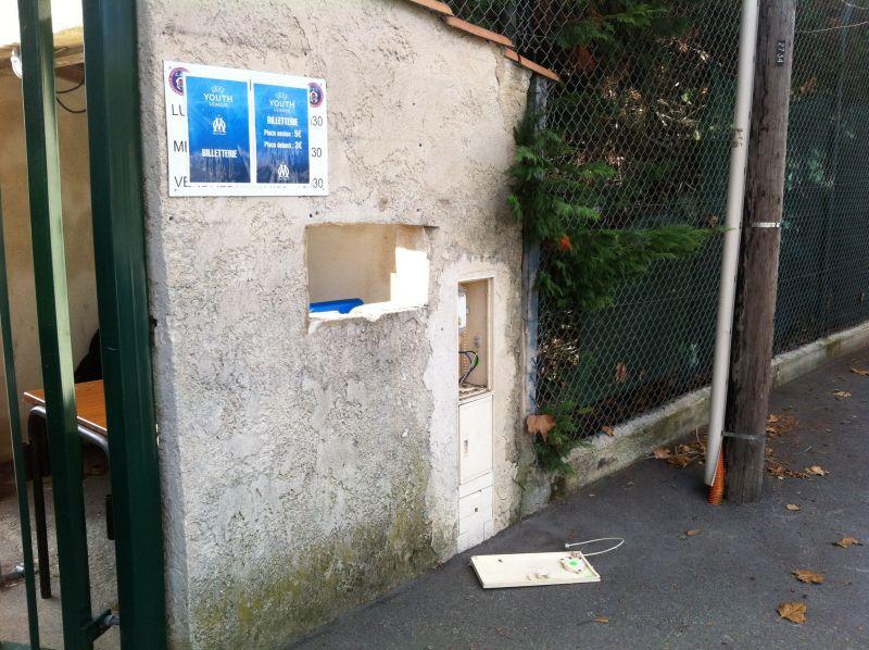 Das charmante Tickethäuschen in Carnoux