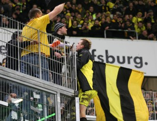 Kevin celebrates with the BVB supporters in Wolfsburg