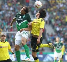Mats Hummels gegen Pizarro