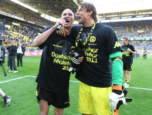 Kevin and Weidenfeller sing together
