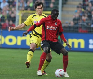 Hummels gegen Cissé - für die BVB-Fans kein Vergnügen