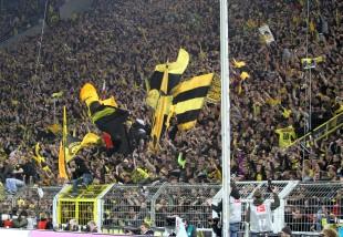 Totale Eskalation auf der Südtribüne Dortmund