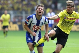Schmelzer hits a Berlin player in an uncomfortable place