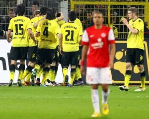 Dortmund players celebrating the 2:1 goal against Mainz