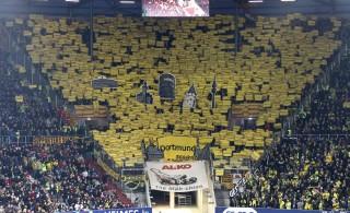 Eine wunderbare Choreo der Jubos Dortmund gab es beim Einlauf der Mannschaften