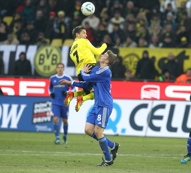 Moritz Leitner gewinnt das Kopfballduell