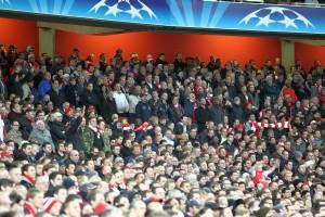 stehende Arsenal Fans