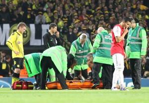 Sven Bender war so schwer verletzt, das er den Platz nicth mehr selbst verlassen konnte