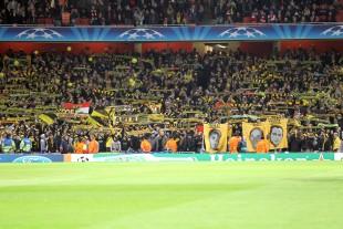 Intro der BVB Fans im Emirates Stadium