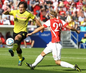 Hummels facing a Mainz player