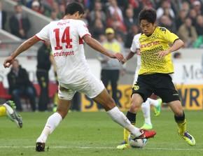 Kagawa against a Stuttgart defender