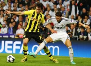 Mats Hummels gegen Mesut Özil
